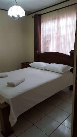 Habitación #1 en Casa Equipada en Heredia.