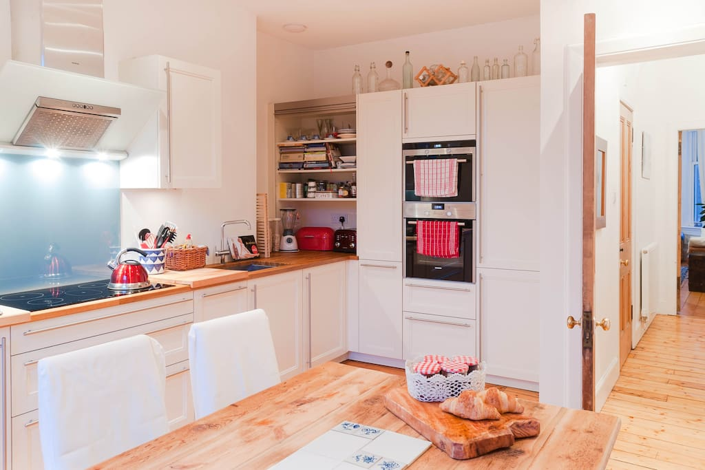 Kitchen - recent photo shows new 6-seater breakfast table and in-built fridge, dishwasher, washing machine, oven, mircowave, etc.