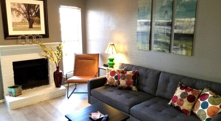 CHARMING ONE BEDROOM GETAWAY IN DALLAS!