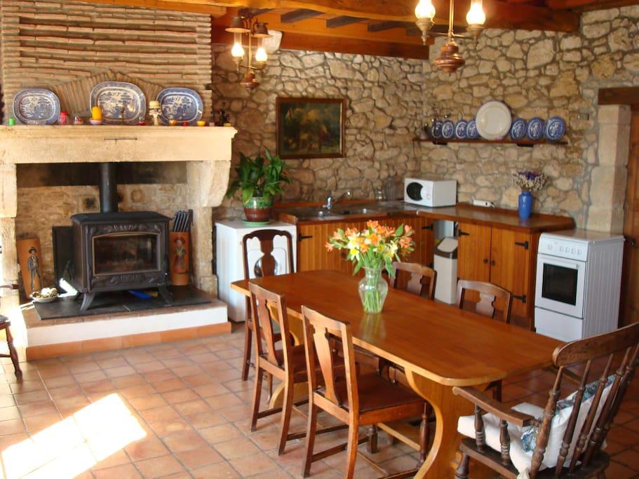 La Rose Kitchen / Dining Room