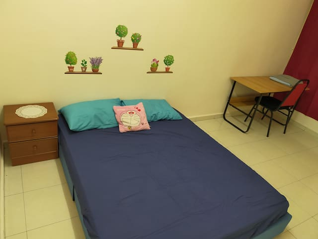 Newly Renovated Private Rooms 1-6pax - Free Wifi