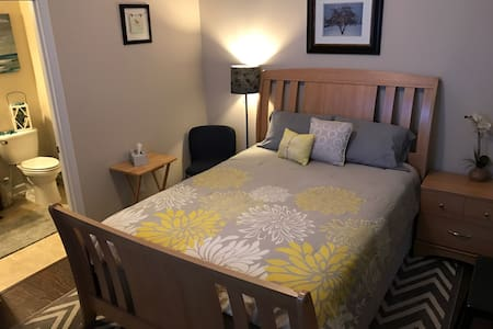 Great suite with private entrance. Queen bed.
