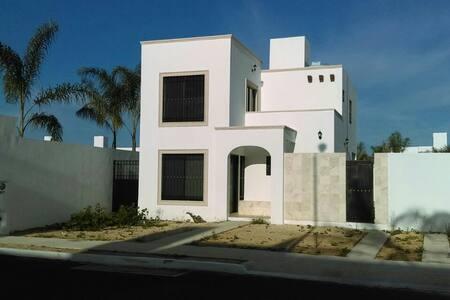 Casa jazmines en Gran Santa Fe Norte.