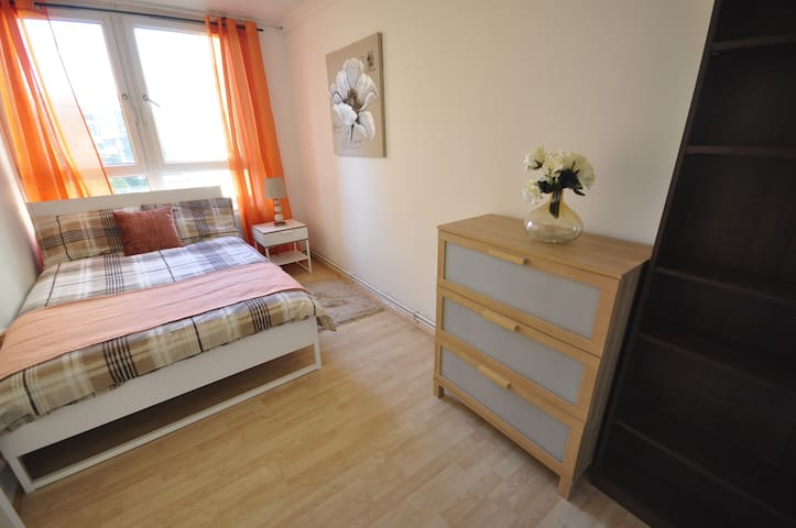 (NWL-2)Private room for 2 people in Old Street