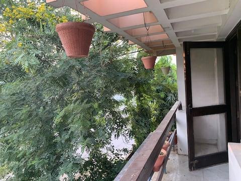 Nandi's Home Stay,Prime Location in Gr. Noida