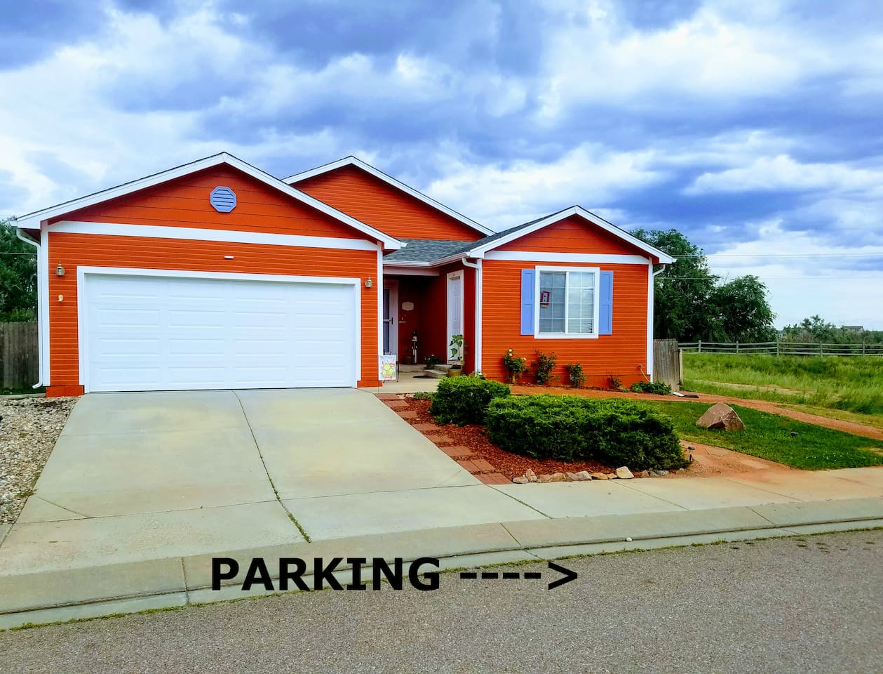 Parking in Front of House. Please Do Not Park in Driveway of Block Driveway. Thank You!