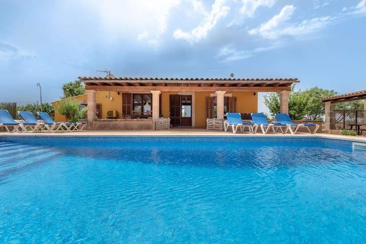Paradisíaca casa de campo  con Wi-Fi, piscina, terraza y jardín; Aparcamiento disponible