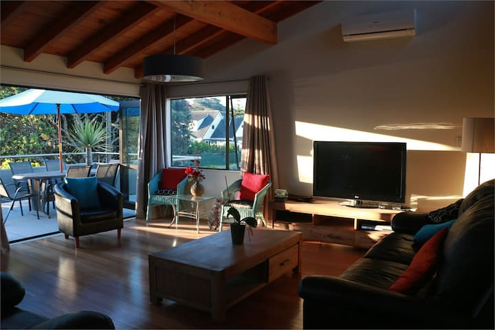 Pataua South Holiday Home - a slice of paradise!