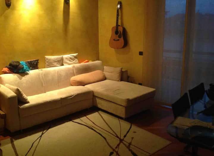 Stanza privata a 10 min a piedi da FNM Cesano M.
