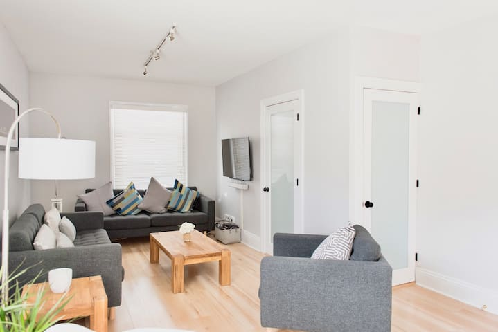 Plenty of natural light in the living area. Comfy seating for 6 guests. Wall mounted TV loaded with Netflix and other streaming channels. Premium SONOS sound bar for a high quality listening experience.