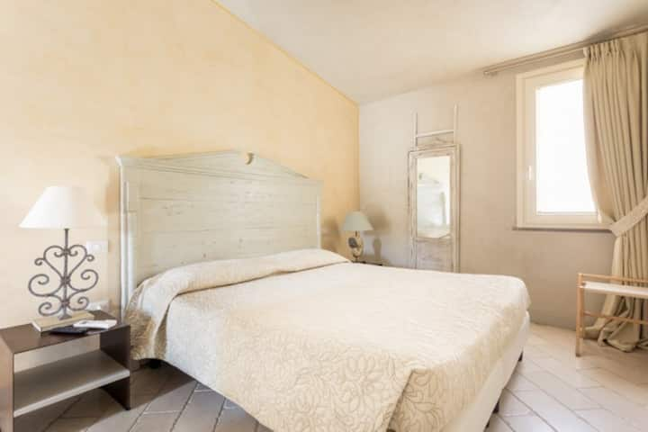 Suite with balcony in hotel MAISONTRESNURAGHES:COM