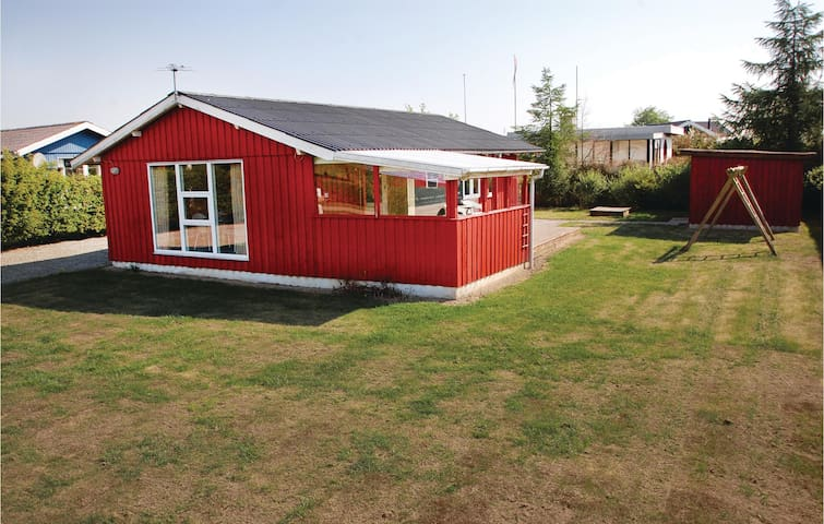 Holiday cottage with 3 bedrooms on 70 m² F04019