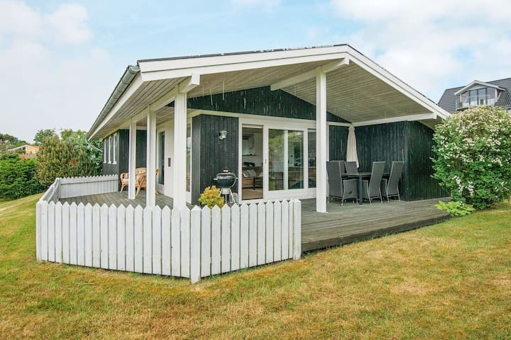 6 person holiday home in Allingåbro