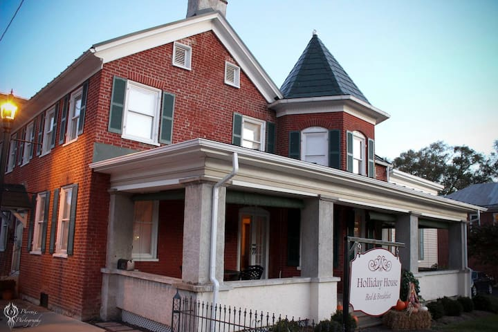 Holliday House Bed and Breakfast