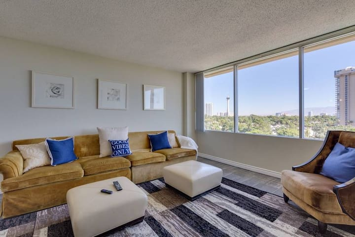 (M307) Highrise Apartment By the Strip!!