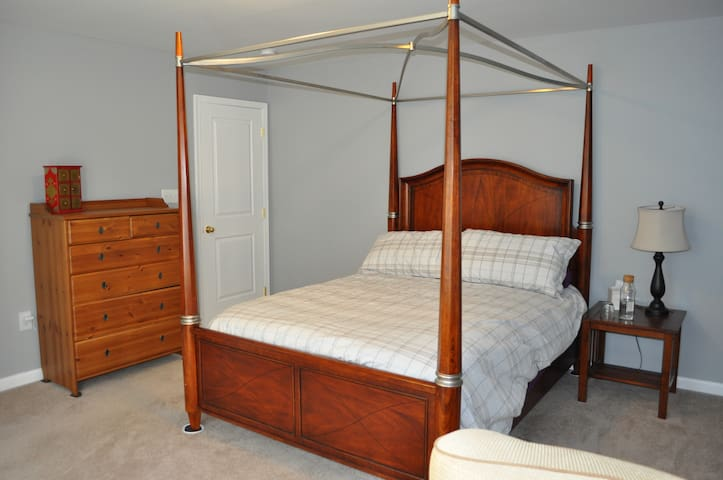 Canopy bed and chest of drawers in the Maple Room.