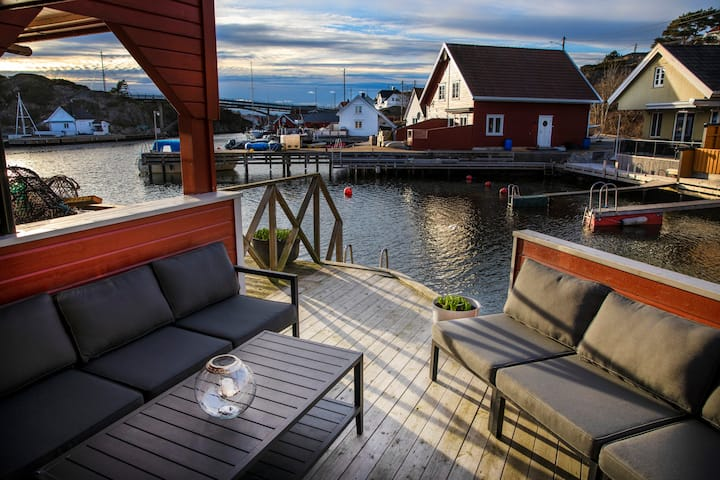 Cabin with ocean-view and boat/kayak rentals