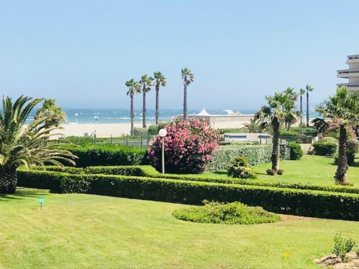 T2 vue mer,plage a 50 m,avec garage privé.
