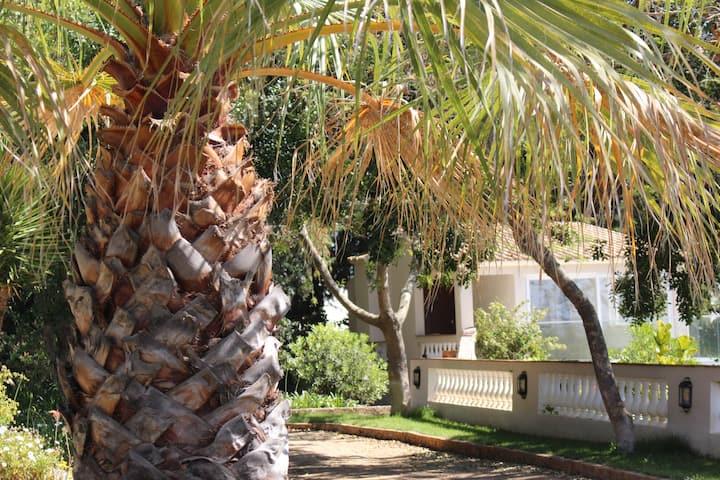 The Gate House. Luxury Apt. Pool. Spa. Gym. Jacuzi