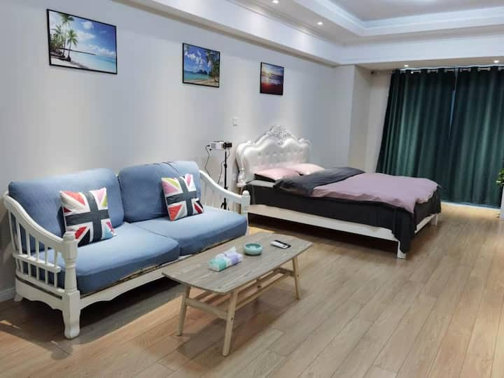 【好马民宿公寓】100寸投影大床房  万达广场 智能门锁