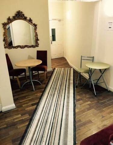 Spacious Rooms Free Parking Close to City