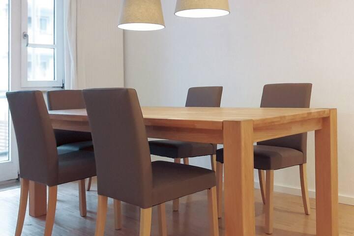 2 Zimmer, Wohnbereich, Küchenzeile (zentral,ruhig)