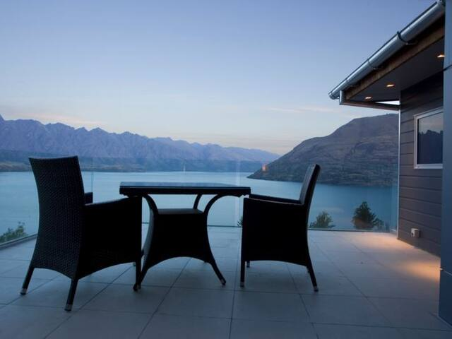 Beautiful Views of Queenstown at Anana House - Queenstown - Hus