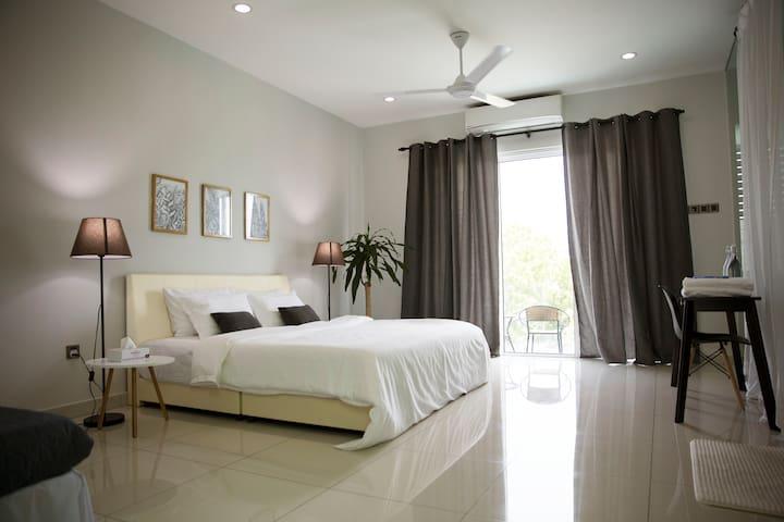 Penang 56 Residence Pent-Suite