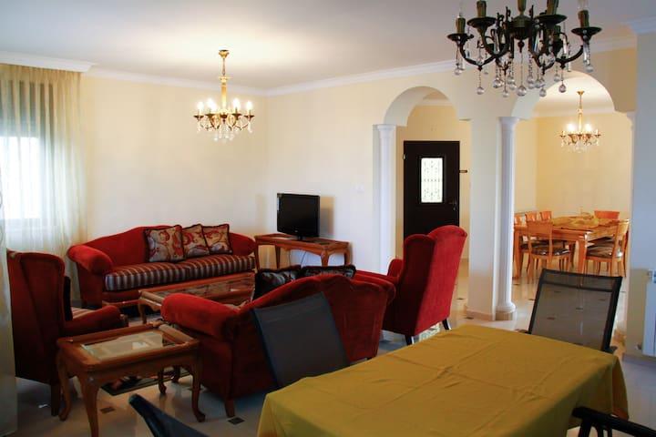 Gorgeous and Spacious 3BD/Bath Home - رام الله - House