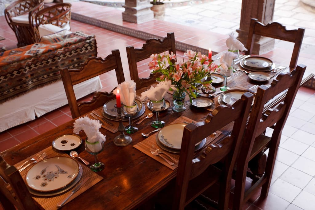 Outdoor living room and dinning room table set for a formal, several-course comida or cena