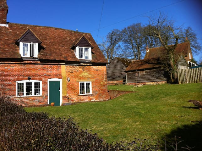 Cosy indpendent room in the Chilterns