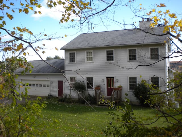 Ideal Vermont Getaway-take a look! - Essex Junction - House