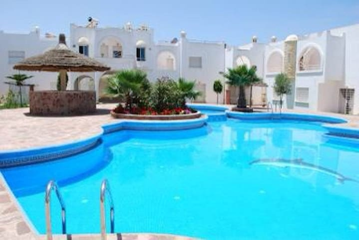 house + swimming pool+5 min beach  - Sidi Bouzid
