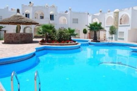 house + swimming pool+5 min beach  - Sidi Bouzid - Casa