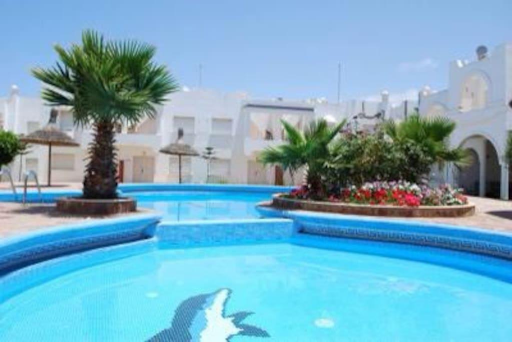 house + swimming pool+5 min beach