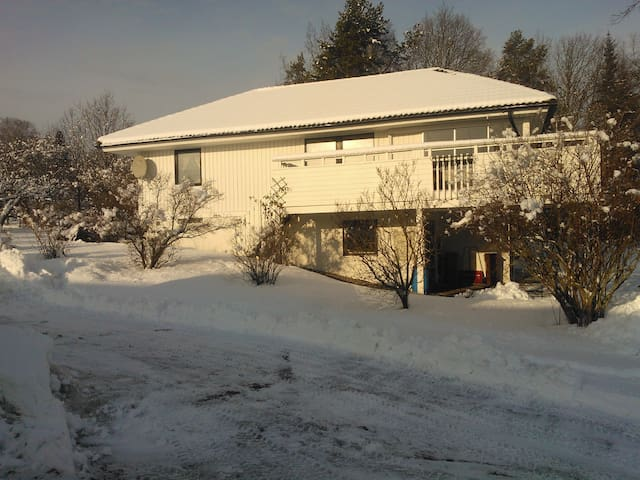 House in calm area close to nature  - Upplands Väsby - Casa