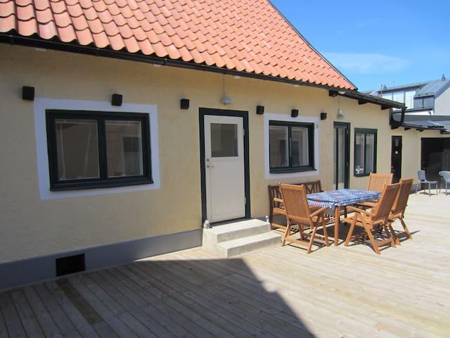 Unikt gårdshus i Visby Innerstad - Visby - Huis
