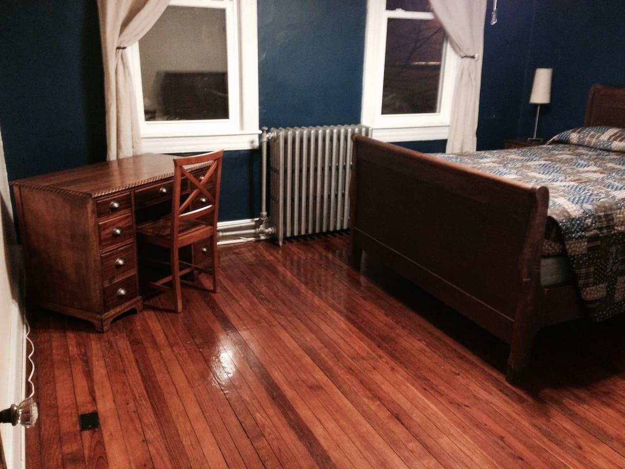 Hardwood floors, comfortable queen-sized bed
