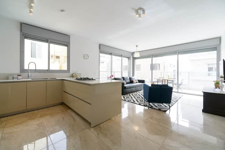 Beach area - High end 3 BR apartment with parking