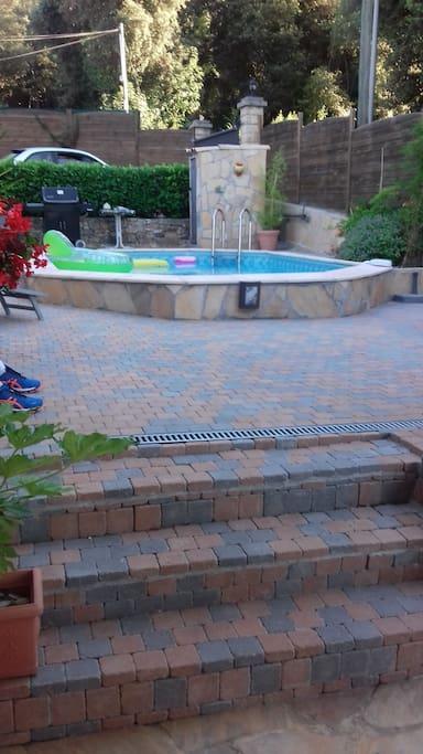 accès piscine par la terrasse