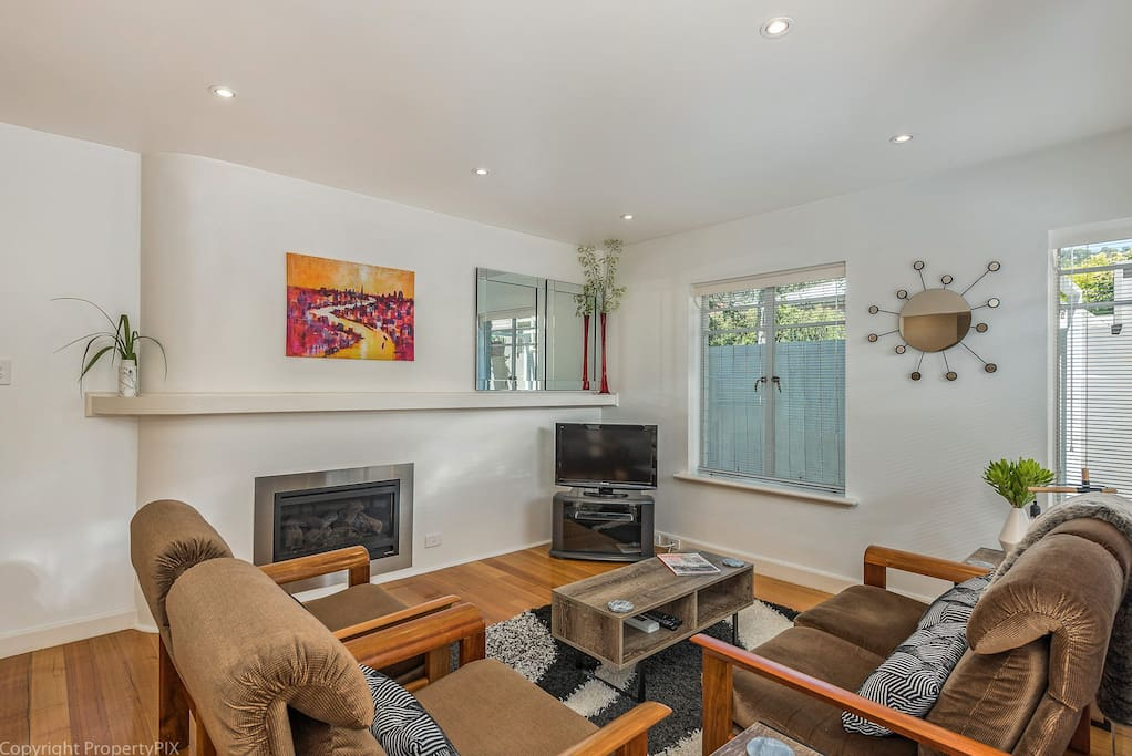 Cosy and comfortable family room with lovely gas heating!