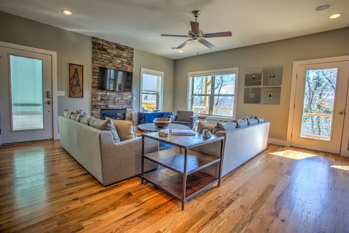 Upstream Cottage; Asheville-Close to everything! Breweries, eateries, hiking! - Asheville - Lejlighed