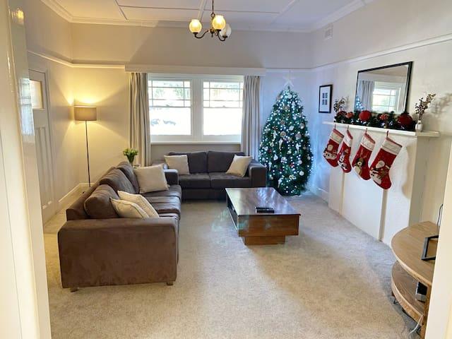 Charming Surrey Hills home located 20 mins to CBD