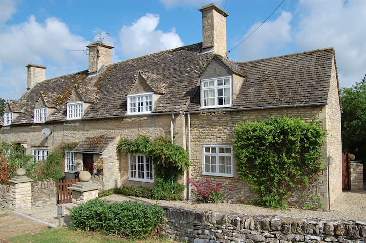 Cotswold |English Country Cottage in Quiet Village - Great Rissington - Casa