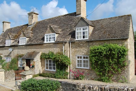 Cotswold |English Country Cottage in Quiet Village - Great Rissington