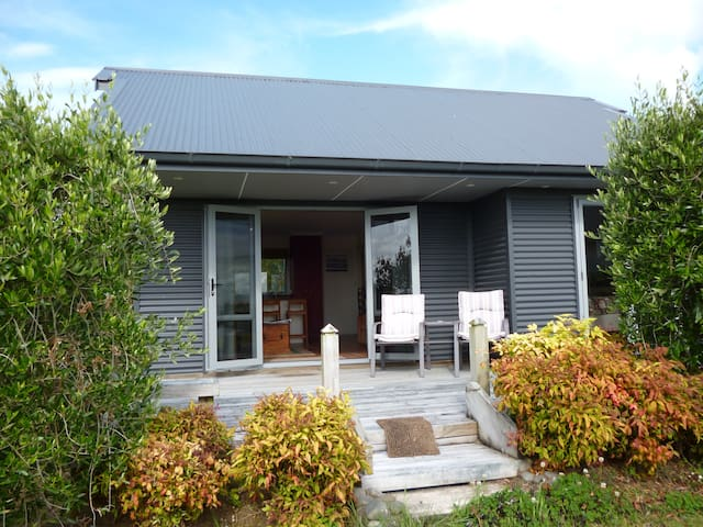 Avocado Cottage.   191 Wharawhara Rd. Katikati. - Katikati - Appartement