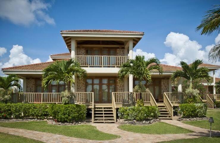 Hopkins Bay, 2-Bedroom Beach House - Stann Creek District - House