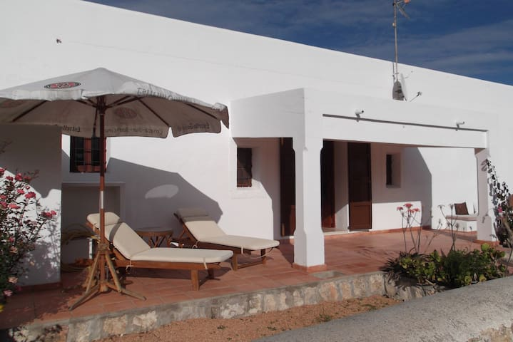 Country house close to city & Talamanca beach