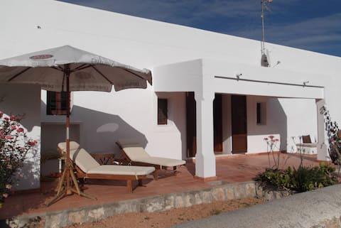 Casa de camp a prop de la ciutat i de la platja de Talamanca