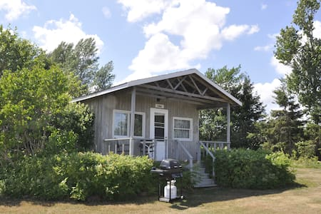 LILAC cottage: Privacy and a view of the bay